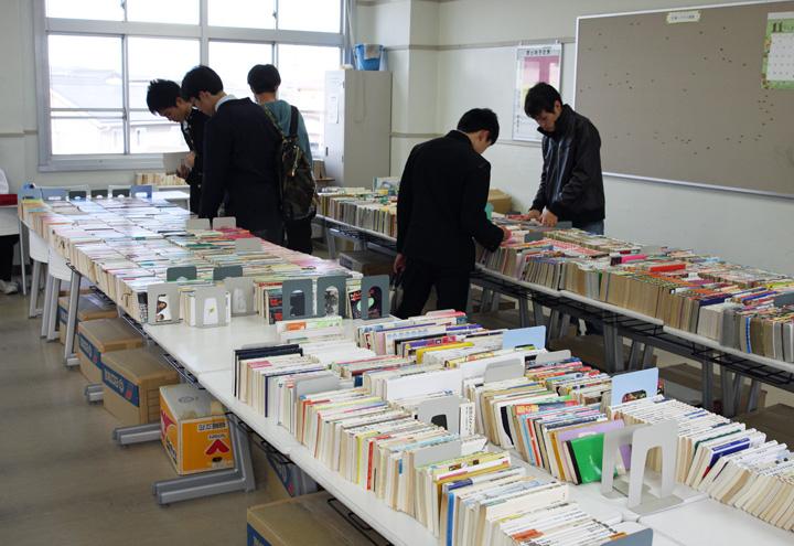 図書委員による古本市