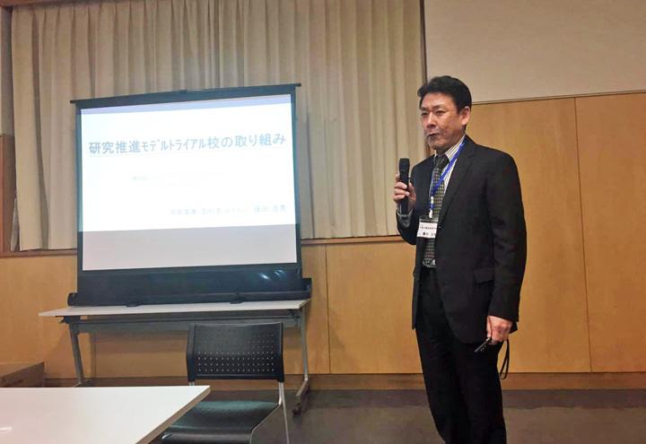 講演する藤田副校長
