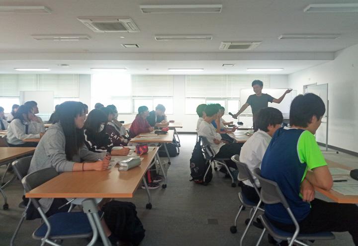 留学生ディーン(饒志偉)による自己紹介の方法レクチャー