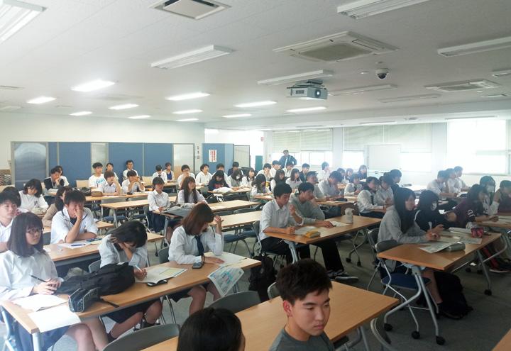夏の海外研修に参加する学生たち